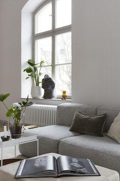 Spacious and stylish living space - via Coco Lapine Design blog
