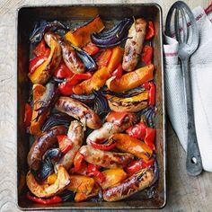 Niks is makkelijk dan een heel diner in één ovenschaal. Heerlijk voor een warme lentedag. En je eet het buiten op natuurlijk!
