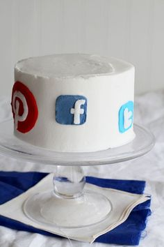How cute is this social media cake from @iambakertweets what is your favorite?