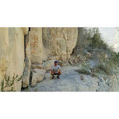 Soy un ser minúsculo en esta tierra maravillosa. #Huasteca #nlextraordinario #mountains #desert #cap #dodgers