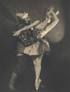 Helene Kirsova with Igor Yousskevitch in l'Oiseau de Feu (The Firebird).