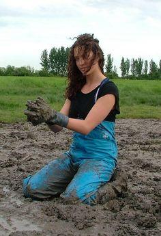Mudding Girls, Wellies Rain Boots, Smoking Ladies, Rubber Gloves, Rain Gear, Wwe Divas, Water Sports, Raincoat, Train