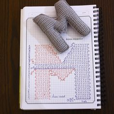 Baby Knitting Patterns Techniques Crochet letter M. Crochet Diy, Crochet Amigurumi, Crochet Motifs, Crochet Diagram, Crochet Chart, Crochet Home, Amigurumi Patterns, Crochet Stitches, Crochet Gratis