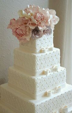 Beautiful quilted square wedding cake.