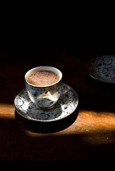 How to Make and Serve Turkish Coffee Coffee Cafe, Espresso Coffee, Black Coffee, Coffee Drinks, Coffee Shop, Drinking Coffee, Espresso Cups, Coffee Lovers, Iced Coffee