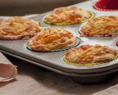 Bundáskenyér muffin Mozzarella, Fondant, Raisin Cake, Savory Snacks, Tzatziki, Mini Cakes, Chorizo, Scones, Pesto