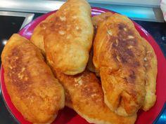 """Νόστιμη συνταγή μαγειρικής από """"Stella Emmanouil-Χρυσές Συνταγές"""" Υλικά για 7 μεγάλα : 500γρ αλεύρι γοχ 1 φακελάκι ξερή μαγιά 250γρ νερό χλιαρό 50γρ γάλα χλιαρό 1κ.γ.ζαχαρη 1 ½ κ.γ. αλάτι 2κσουπας ελαιόλαδο Εκτέλεση: Διαλύουμε τη μαγιά στο νερό και το Greek Recipes, French Toast, Bread, Breakfast, Food, Morning Coffee, Brot, Essen, Greek Food Recipes"""