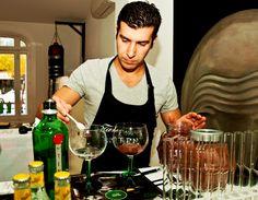 Los mejores bartenders de España se reúnen en Madrid y Barcelona en un taller de nuevas tendencias en coctelería http://www.vinetur.com/2012112110482/los-mejores-bartenders-de-espana-se-reunen-en-madrid-y-barcelona-en-un-taller-de-nuevas-tendencias-en-cocteleria.html