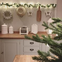 Greenery, greenery and a bit more greenery! Ready for Strictly? It is literally my favourite thing on tv....middle aged...me?! Anyone else feel slightly uncomfortable watching Debbie McGee flinging her legs around her dance partner...no...just me?! Maybe it's jealousy because I can't do the splits xxx #lastoneipromise #christmaskitchen @maison_by_emma_jane
