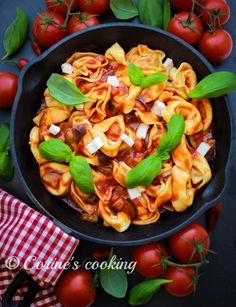 Tortelloni in Tomatensauce Paella, Cooking, Ethnic Recipes, Food, Kochen, Food Food, Cuisine, Kitchen, Meal