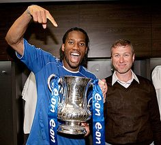 Drogba and Roman enjoying a FA Cup Chelsea Fans, Chelsea Football Team, Stamford Bridge, Europa League, Fa Cup, Bill Gates, West London, Uefa Champions League, Best Games