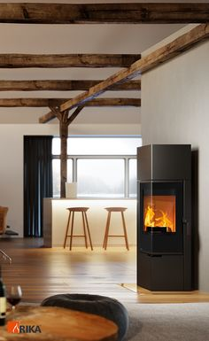 Beim Kaminofen FORMA handelt es sich um einen schmalen und platzsparenden Ofen mit der typischen RIKA Designsprache. ___ The FORMA woodburning stove is a slimline, space saving stove in the typical RIKA design.