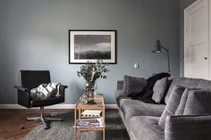 A Small Apartment Decorated In Dark Colors - Gravity Home Gravity Home, Living Spaces, Living Room, Small Apartment Decorating, Couch, Small Apartments, Dark Colors, Building A House, Sweet Home