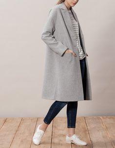 Bij Stradivarius kan je 1 Lange jas met flap voor dames vinden voor slechts 59.95 € . Kom binnen en ontdek deze en nog andere producten zoals JASSEN.