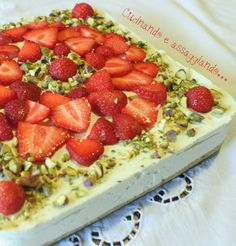 Cucinando e assaggiando...: Quanti modi di fare e rifare... la Cheesecake al pistacchio e fragole