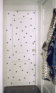 A polka dot door?? I sort of love this, but think a subtle stripe is more my style. Still, it's an ingenious way to enhance your decor with a minimum of cost, time and labor. Two thumbs up.