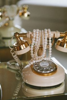Call me&&I love this vintage rotary phone…especially styled with the pearls. This would be lovely in a dressing room or a girly bedroom. It just screams Hollywood glamour to me. Aah…the good ol' days! A-Z Home Decor Trend Vintage Vintage Soul, Style Vintage, Vintage Shabby Chic, Vintage Diy, Vintage Decor, Vintage Antiques, Vintage Fashion, Vintage Pearls, Pink Vintage Bedroom