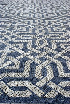 prachtige bestrating op pleinen in Lissabon by cornemuseur, via Flickr
