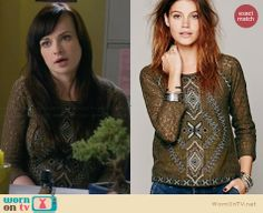 Jenna's green lace patterned front top on Awkward.  Outfit Details: http://wornontv.net/31182/ #Awkward