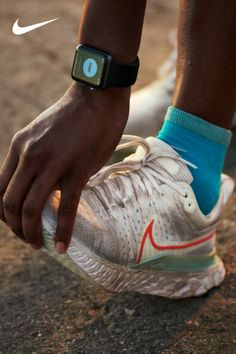 Still designed to help reduce injury and keep you on the run—the React Infinity Run 2 in a brand-new color on Nike.com. Sneakers Fashion, Fashion Shoes, Sneakers Nike, Red Fashion, Running Photos, Purse Essentials, Run 2, Running Fashion, Clean Shoes