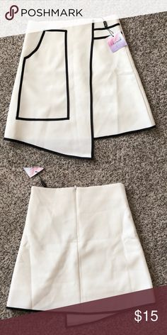 Structured Skirt Adorable skirt. Size M but would best fit 0-2. Too small for me. Chicwish Skirts