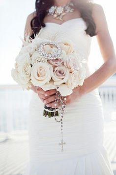 Louisville Wedding Blog - The Local Louisville KY wedding resource. love the bouqet!