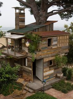 Tree house photos from green renaissance | Found this brilliant treehouse made form recycled timber over at ... Beautiful Tree Houses, Cool Tree Houses, Beautiful Homes, Architecture, Abandoned Houses, Cabin, House Styles, House Design, Outdoor