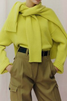 İskoçya Pringle Sonbahar Öncesi 2019 Koleksiyonu - Vogue # vogue Fashion Pringle of Scotland Pre-Fall 2019 Fashion Show Vogue Fashion, Knit Fashion, Fashion 2017, Fashion Outfits, Womens Fashion, Stylish Outfits, Trendy Fashion, Fashion Online, Pringle Of Scotland