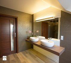 Elegancka łazienka na poddaszu - zdjęcie od tekturastudio.pl
