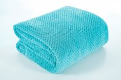 Tyrkysová deka Ricky je dostupná v 1 rozmere: 220x240 cm.