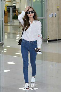 Jessica Jung at Icheon Airport. Snsd Airport Fashion, Snsd Fashion, Fashion Idol, Asian Fashion, Fashion Pants, Girl Fashion, Fashion Outfits, Womens Fashion, Fashion Design