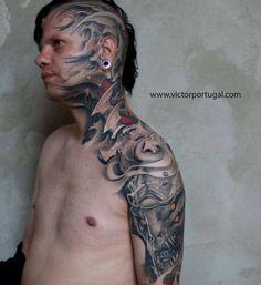 Biomechanical style head, neck, shoulder and arm piece. Artista Tatuador: Victor Portugal