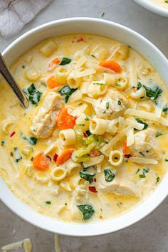 Creamy Chicken Soup with Pasta and Spinach Creamy Chicken Pasta Soup Recipe – – Nutritious, easy and big on flavor, this delicious chicken pasta soup tastes like you spent all day in the kitchen, but it's done in less than 30 minutes! Chicken Pasta Soup Recipe, Creamy Chicken Pasta, Chicken And Veggie Soup, Soup Recipes With Chicken, Chicken Broth Soup, Chicken Broccoli Soup, Ground Chicken Recipes, Cheesy Chicken, Cream Of Chicken Soup
