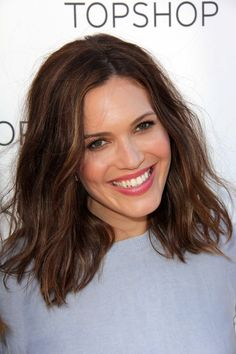 Mandy Moore's lob is textured at the ends and styled messily. Both the cut and the style are effortless options for everyday wear that look optimal on medium length hair. The hairstyle definitely adds dimension to your hair, so it's recommended for thin and moderately thick tresses.