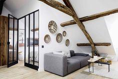 【区切ってつなげる】リビング・ダイニングに隣接するガラス張りの開放的なベッドルーム | 住宅デザイン