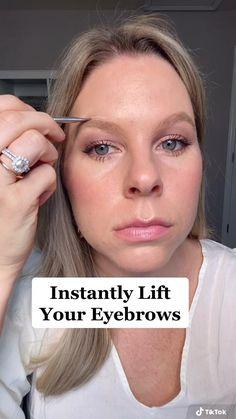 Eyebrow Makeup Tips, Natural Eye Makeup, Skin Makeup, Beauty Makeup, Makeup Steps, Makeup Videos, Burts Bees Beauty, Makeup Tips For Older Women, How To Draw Eyebrows