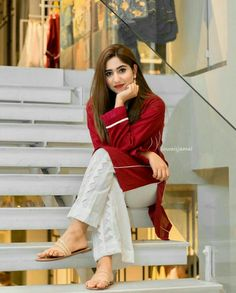 Stylish Dresses For Girls, Stylish Dress Designs, Frocks For Girls, Simple Dresses, Casual Dresses, Stylish Dress Book, Stylish Outfits, Kids Outfits, Pakistani Formal Dresses