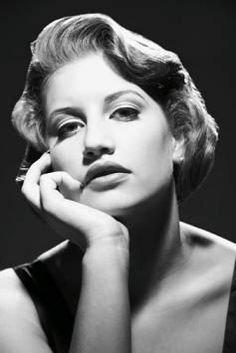 Vintage Hairstyles Are Classic Chic This Article Takes You Through The Steps For Top Reverse Rolls The Vintage Updo And The Pompadour