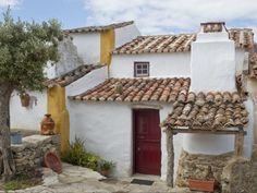 Located between Mafra and Lisbon, Aldeia da Mata Pequena is a small rural village that was completely restored and transports visitors into the past in an.