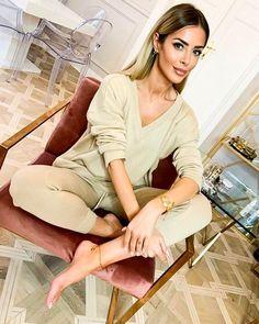 """Magda Pieczonka on Instagram: """"Jeden z najfajniejszych dzianinowych dresikow jakie miałam od @bynamesakke ❤️"""" Make Up, Instagram, Fashion, Moda, Fashion Styles, Makeup, Beauty Makeup, Fashion Illustrations, Bronzer Makeup"""