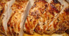 Marinerad fläskfilé med grekiska smaker. Serveras med bakad potatis, en sallad och tzatziki.