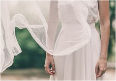 Sandra dans sa belle robe Clémentine et son voile Bérangère @EliseHameauParis ©JulienNavarre