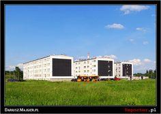 Osiedle Dudziarska - na ścianach widać Czarne Kwadraty Kazimierza Malewicza / Universal, Grezgorz Drozd/Alicja Łukasiak 2010