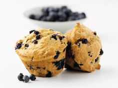 Bursting with blueberries and the fresh taste of orange, these muffins are a terrific start to the day accompanied by a smoothie. Muffin Recipes, Baking Recipes, Snack Recipes, Pie Recipes, Drink Recipes, Snacks, Heart Healthy Desserts, Healthy Heart, Muffins Sains