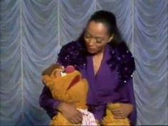 """Diana Ross guest stars on The Muppet Show and sings """"Reach out & touch"""". Season 4 (1979-1980)"""