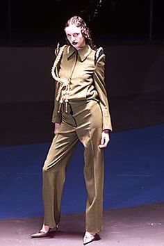 Alexander McQueen Fall 2001 Ready-to-Wear Fashion Show: Complete Collection - Style.com