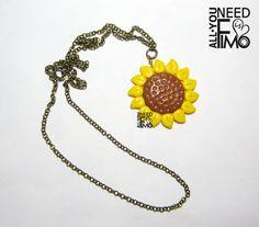Ciondolo in fimo con girasole INFO QUI: https://www.facebook.com/AllYouNeedIsFimo/photos/a.937250929688782.1073741828.932013750212500/940398519374023/?type=3&theater \/ #fimo #ciondolo #girasole #fiore #fattoamano #artigianato #polymerclay #pendant #sunflower #handmade #diy #ooak