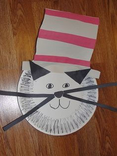 This is a great simple craft for Dr. Seuss' birthday. I love paper plate crafts!