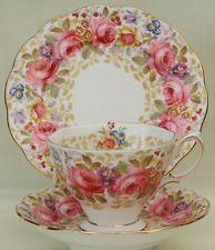 Pretty C1940's Royal Albert Serena-Xícara Pires & Placa-Floral - (B)