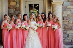 Para facilitar sua vida de noiva, separamos 10 cores mais poderosas para compor vestidos de madrinhas! Temos certeza que você vai amar e acertar na escolha!